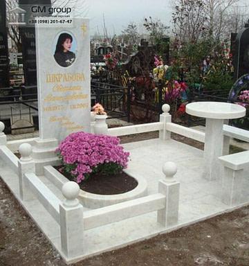 Мраморный памятник №17