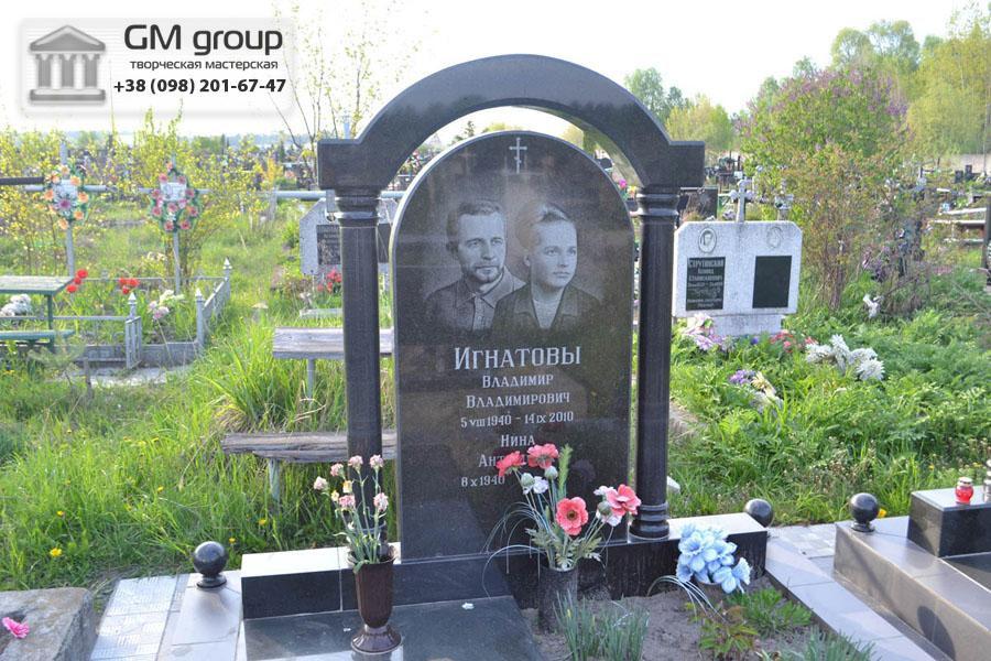 Семейный памятник из черного гранита №98