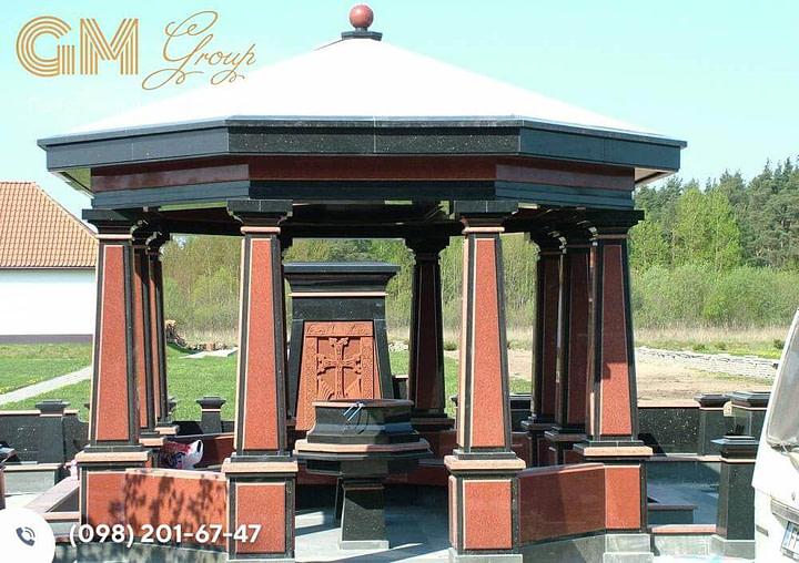 Склеп памятник из красного и черного гранита SK-17