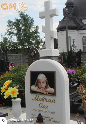 Детский мраморный памятник с крестом и цветным портретом