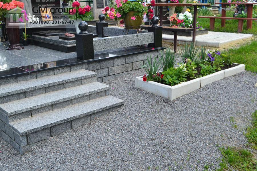 Памятник женщине из черного и серого гранита №103