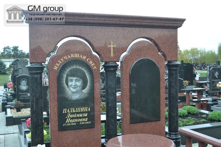 Памятник для двоих из красного гранита №97