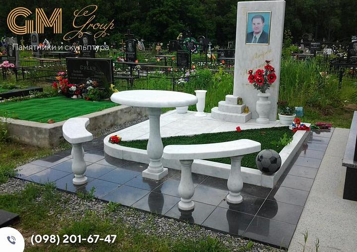 Памятник мужчине из белого мрамора PF-14