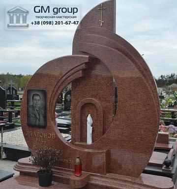 Памятник мужчине из красного гранита №96