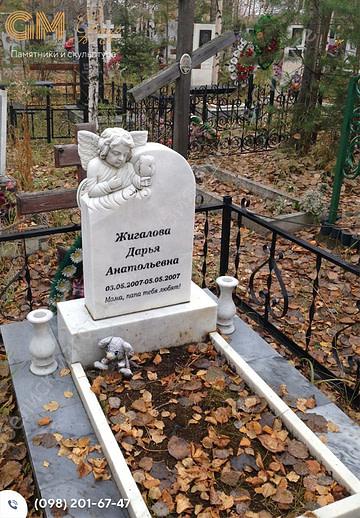 Детский памятник из мрамора барельеф ангелочка