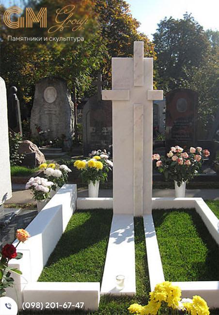 Мраморный крест памятник