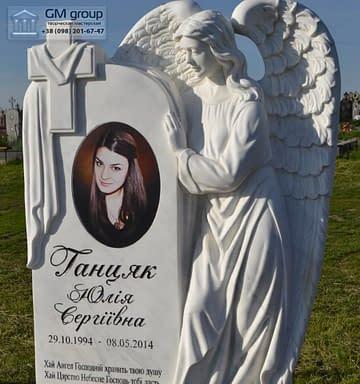 Мраморный памятник с ангелом и цветным портретом №48