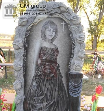 Памятник женщине с портретом в полный рост №104