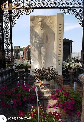 Комплексный памятник со скульптурой человека из мрамора – PF-2