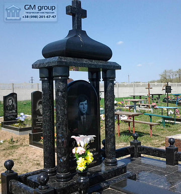 Памятник из черного гранита мужчине №90