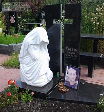 Памятник с мраморной скульптурой плакальщицы №37
