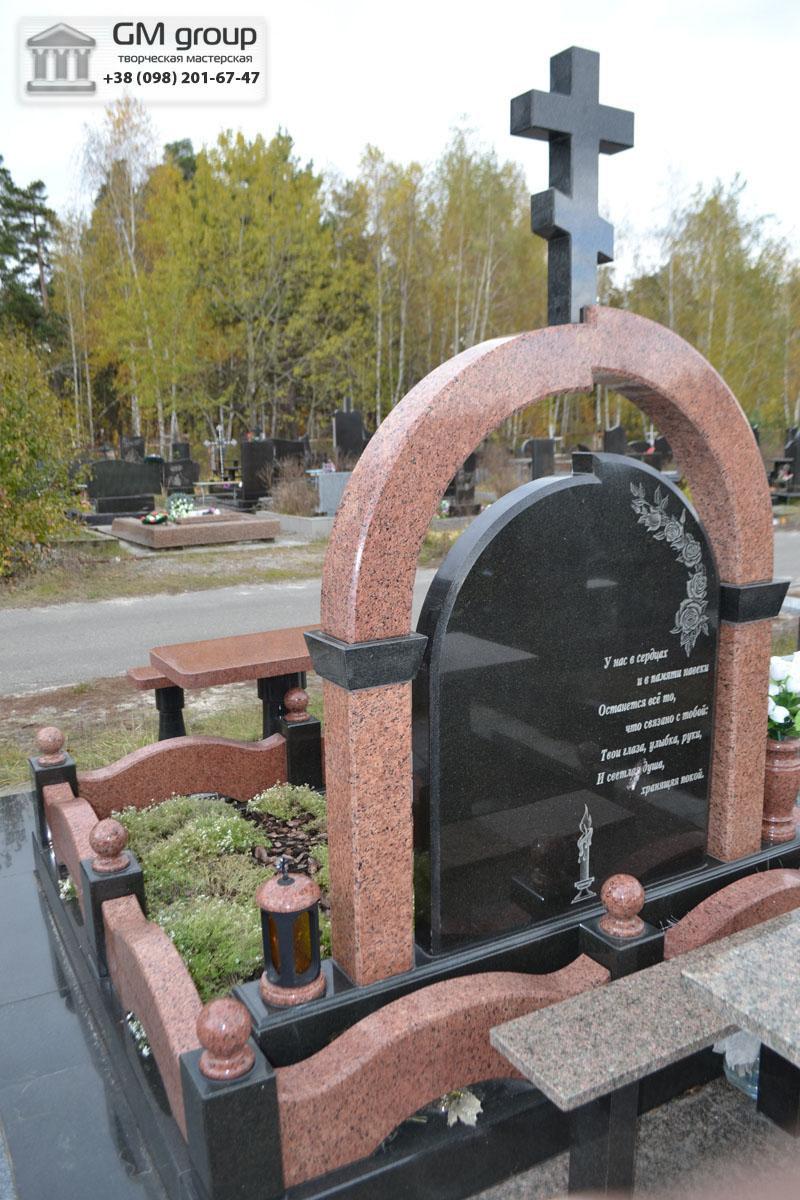 Гранитный памятник мужчине с аркой и крестом №92