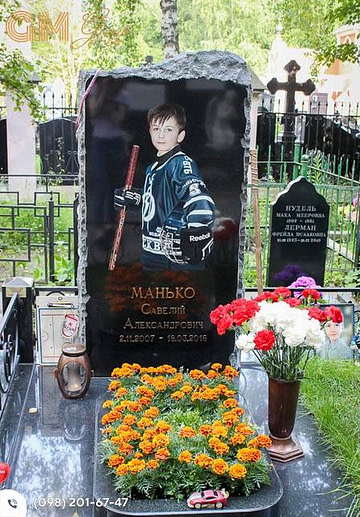 Детский памятник из черного гранита с цветным портретом