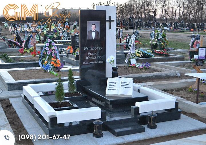 Памятник мужчине комбинированный из черного гранита и белого мрамора PF-23