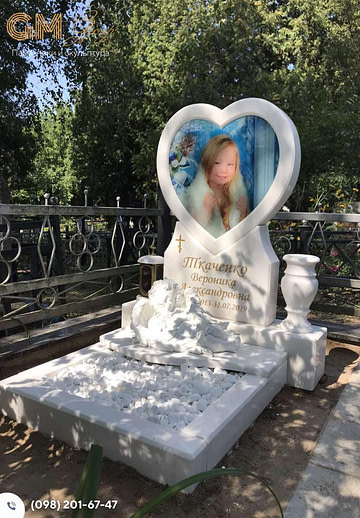 Памятник ребенку из мрамора в виде сердца №2850