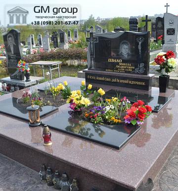 Памятник из красного и черного гранита для двоих №102