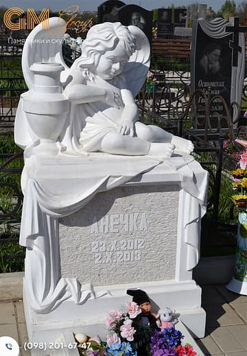 Мраморный детский памятник со скульптурой ангела